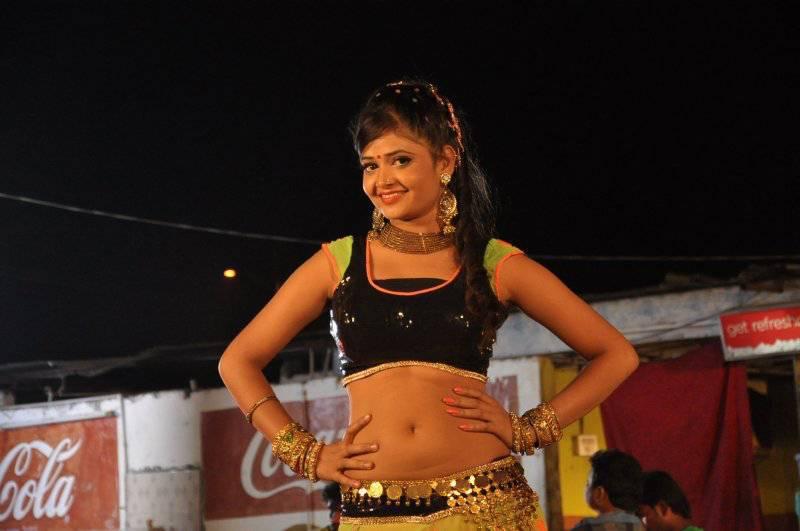 sriya-navel-show-photos