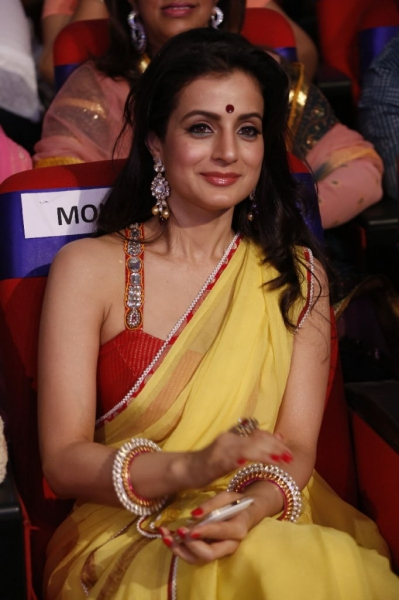 amisha-patel-stills-at-tsr-tv9-awards-_1_