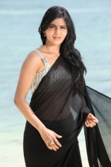 samantha-showing-navel-in-black-saree