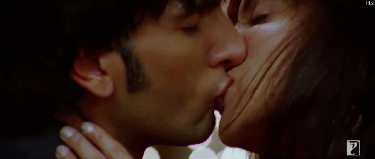 Ranveer-Anushka-Hot-Kiss-Scene