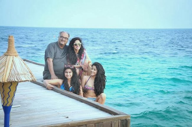 Sridevi-Jhnavi-Khushi-Boney-Kapoor-at-Beach