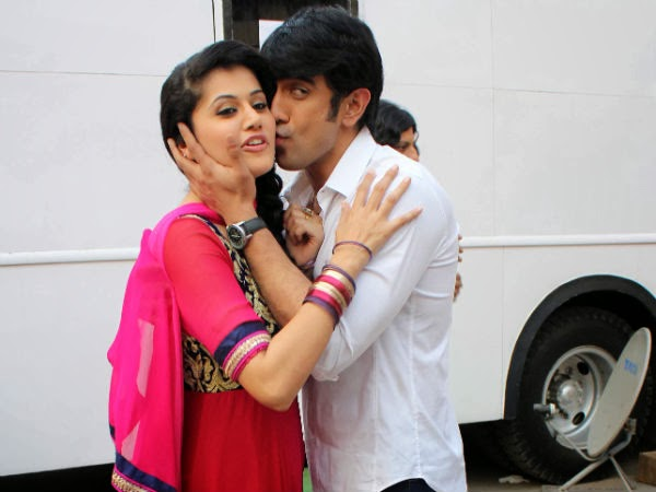 Tapsee-kissed-co-star-in-public