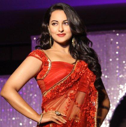 Saree Sonakshi