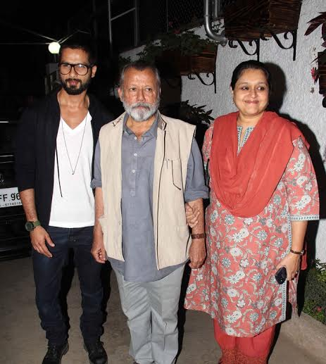 Shahid-Kapoor-With-Parents