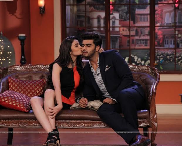 Alia Bhatt kisses on Arjun Kapoor on Comedy Nights With Kapil