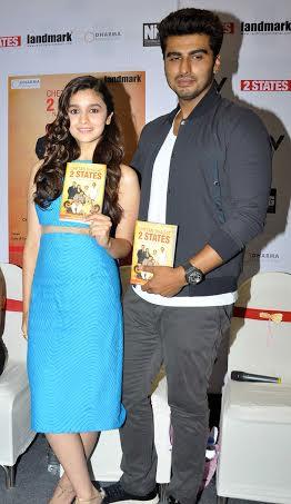 Alia-Bhatt-Arjun-Unveil-2-States-New-Book