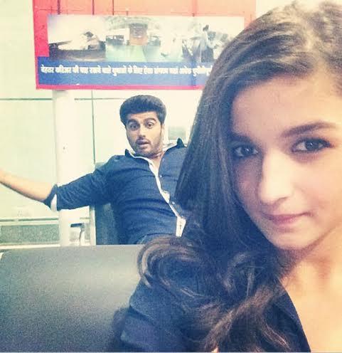 Alia-Bhatt-Clicks-Selfie
