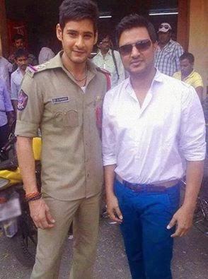 Mahesh-in-Police-getup-in-Aagadu