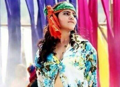 Samantha-Glad-Anjaan