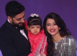 Aardhya-Latest-Photo-with-Abhishek-Aishwarya