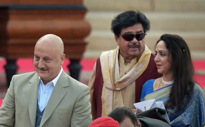 Anupham-Kher-Shatrughna-Sinha-at-Modi-Swearing-in-Ceremony