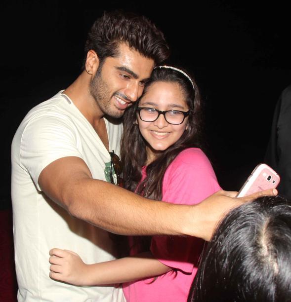 arjun selfie with fan