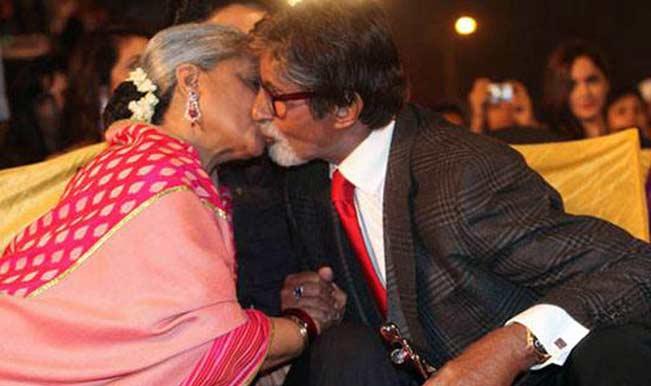 Amitabh-Bachchan-Jaya-Bachchan-kiss-Scene