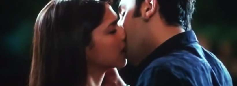 Ranbir-Kapoor-and-Deepika-Padukone-Kiss