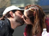 hrithik-roshan-suzzane-kissing-in-public