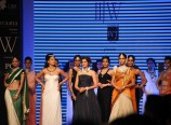 Stars-Ramp-Walk-at-India-International-Jewellery-Week-2014-Photos