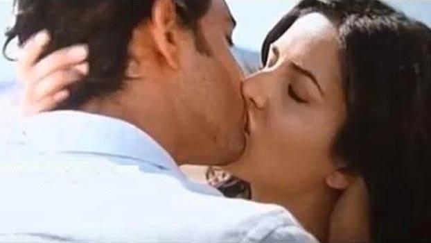 hrithik-katrina-kiss-scene-in-bang-bang