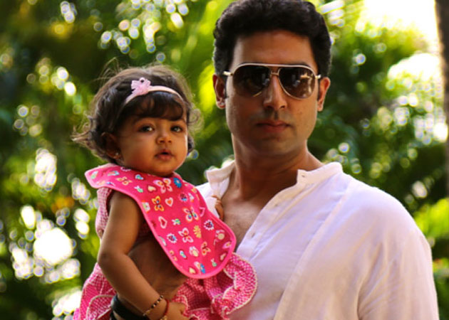 Abhishek-Bachchan-with-his-daughter