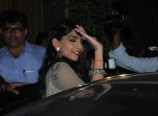 Sonam-Kapoor-at-Aamir-Khan-Diwali-Party-Photos