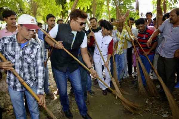 Ravi Kishan Swachh Bharat