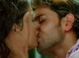 Aishwarya Rai and Hrithik Roshan Kiss Scene in Dhoom 2