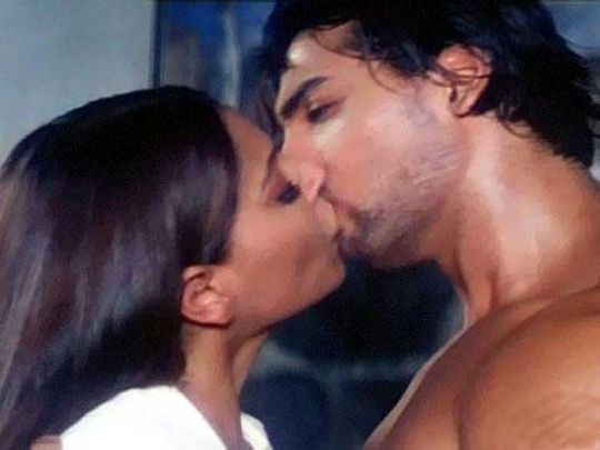 Bipasha Basu and John Abraham Kiss Scene in Jism