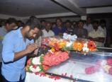 Jr-NTR-Pay-Tributes-to-Ahuti-Prasad-Photos