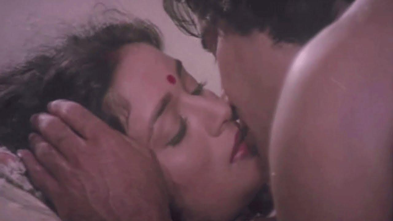 Madhuri Dixit and Vinod Khanna Kiss Scene