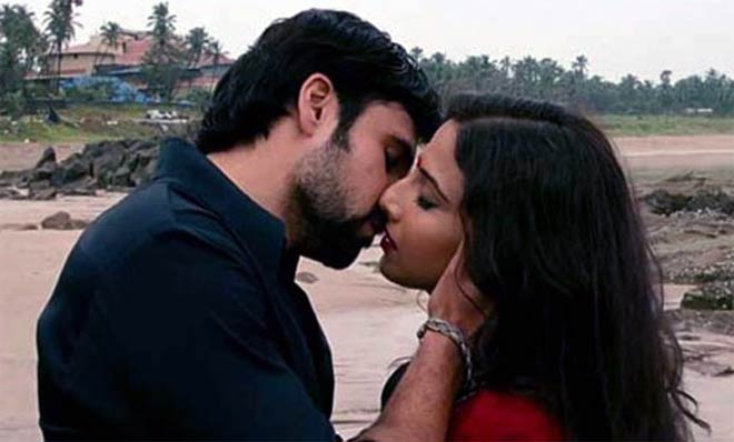 Emraan Hashmi Hot Kiss Scenes