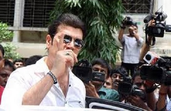 Aditya Pancholi Beats Up a Jr Artiste