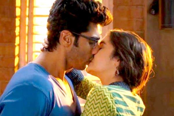 Arjun Kapoor and Alia Bhatt Kiss in 2 States
