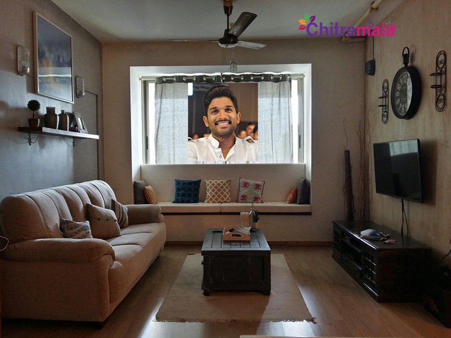 Allu arjun mumbai apartment interior design for Apartment decoration photos