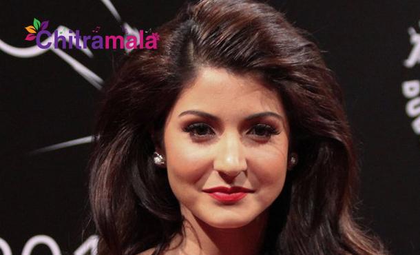 Anushka Sharma Lip SurgeryAnushka Sharma Lip Surgery