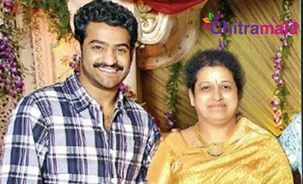 Jr NTR Watched Janatha Garage With his Mother Shalini