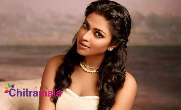 Amala Paul tries to escape from sets