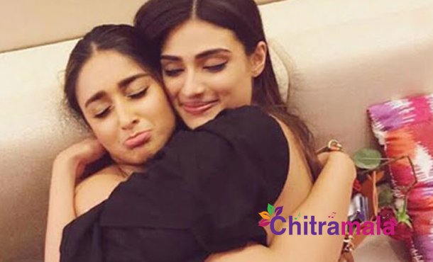 Two hot actresses cozy pic goes viral