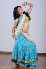 samantha-hot-navel-show-in-half-saree