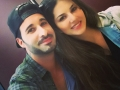 Sunny-Leone-Husband-Selfie-at-Vacation.jpg