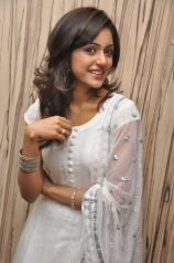 vithika-sheru-latest-stills-5