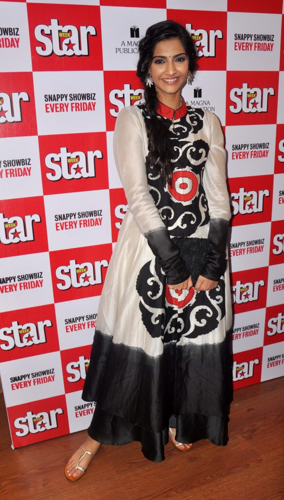 Sonam-Kapoor-Anarkali-Dress