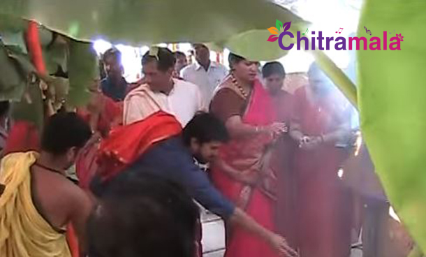 Ram Charan and Upasana Special Prayers at Chandi Yagam