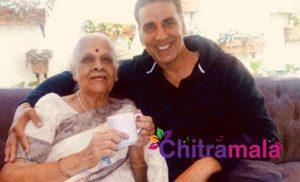 Akshay Kumar with his Teacher